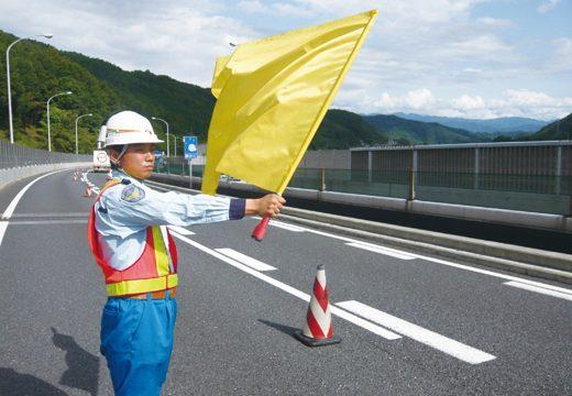 昼間工事には巻き付け防止・警報器付き安全旗「からまんでーW」