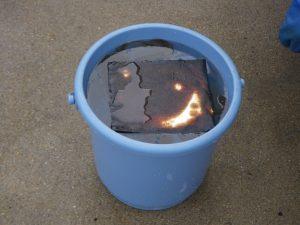 ②水中に沈まないので、油を吸収したオイルメディマット・スーパーをスムーズに回収することができます。