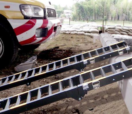 災害時用折りたたみ式段差スロープ「ポータブルスロープ」